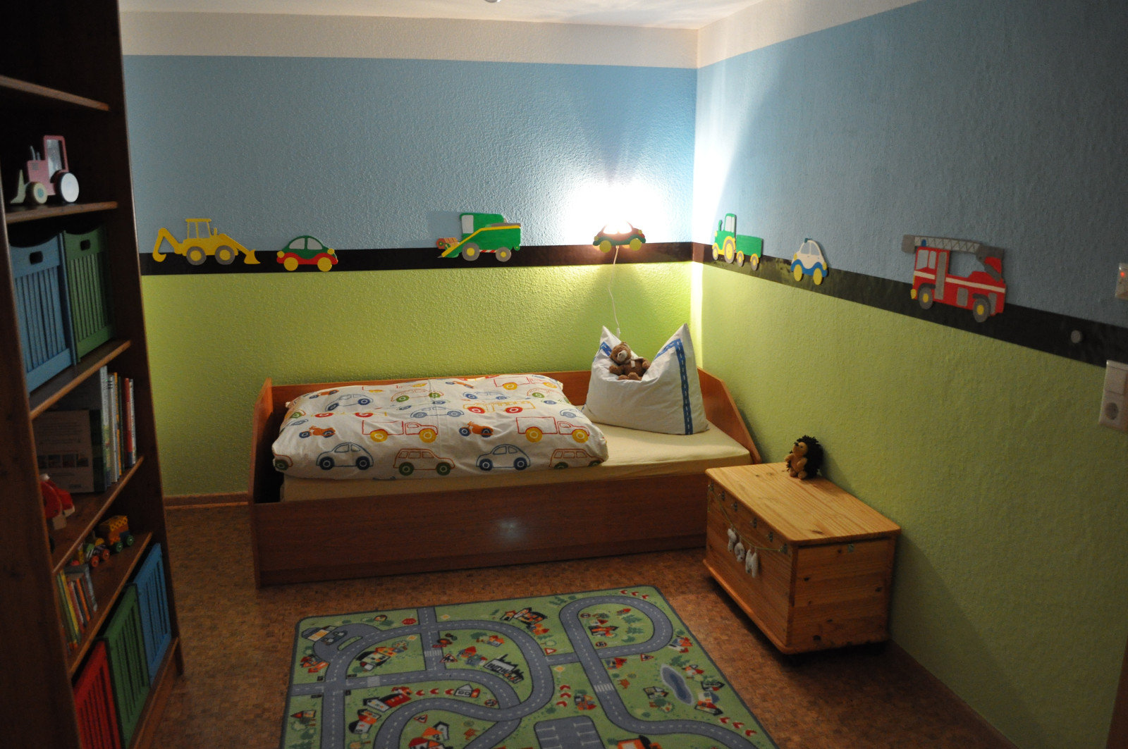 Kinderzimmer bild feuerwehr alle ideen ber home design for Kinderzimmer auto design